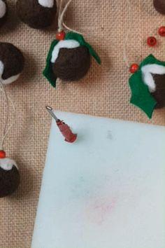 Felt Christmas Decorations, Felt Christmas Ornaments, Noel Christmas, Christmas Crafts, Homemade Christmas, Xmas, Needle Felting Kits, Needle Felted Animals, Needle Felting Tutorials