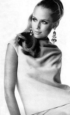 pinterest.com/fra411 #60's - Lauren Hutton, 1960's