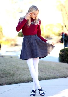 Tomboy Outfits, Hot Outfits, Skirt Outfits, Dress Skirt, Fashion Outfits, Pantyhose Fashion, Pantyhose Outfits, Fashion Tights, Colored Tights Outfit