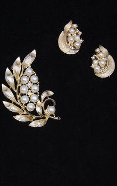 Vintage Pearl & Gold Brooch & Earring Set