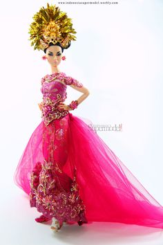 This Kebaya is amazing. It has long back with tulle.