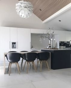 A stunning kitchen/dining room by @annettevelle ♡