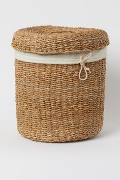 Seagrass laundry basket - Beige - Home All | H&M GB Beige, Wooden Chopping Boards, Gift Card Shop, Large Storage Baskets, H & M Home, Rattan Basket, Basket Decoration, Zara Home, Laundry Basket