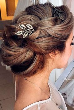 Insanely Pretty Prom Hairstyles for Long Hair ★ See more: http://lovehairstyles.com/prom-hairstyles-for-long-hair/