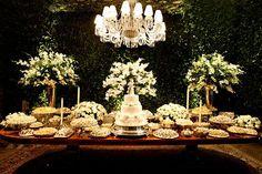 Brazilian weddings are so beautiful Large Flower Arrangements, Wedding Arrangements, Wedding Table, Rustic Wedding, Wedding Cakes, Cake Table, Dessert Table, Plan My Wedding, Wedding Day