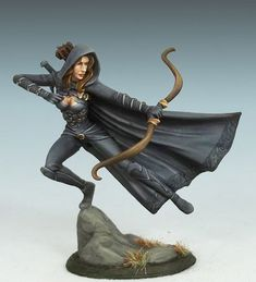 Female Rogue with Bow | dark sword minis