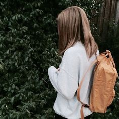 this kinda looks like my friend abby from the back idk Fjallraven, Plants Are Friends, Rachel Green, Art Hoe, Thing 1, Do Love, Tumblr Girls, Mellow Yellow, Cute Outfits