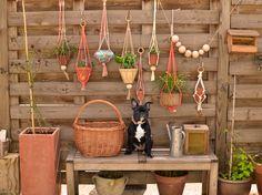 diy-macramé-pot1b Home Crafts, Diy Crafts, Pot Plante, Projects For Kids, Plant Hanger, House Plants, Planter Pots, Homemade, Crafty