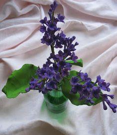 Shaile's Edible Art blog shares gumpaste flower photos, gumpaste flower tutorials, gumpaste flower classes. sugar flowers