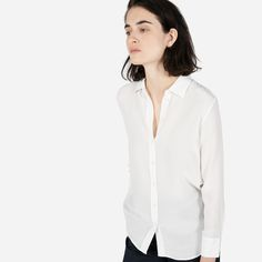 Everyday ease meets timeless sophistication. Our favorite relaxed button-down—updated in our crepe-de-chine silk.