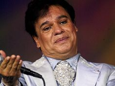 """La agencia AP describe en una crónica sobre la muerte del gran artista mexicano -fallecido hoy, a los 66 años-: """"Juanga, como también se le llamaba, pasó de ser un galán para solteras a ser un cantante con atuendos y ademanes afeminados, al que no le apenaba usar tonos agudos al cantar ni coquetear con el público. Llegó a asegurar que 'el arte es femenino', pero nunca respondió dire..."""