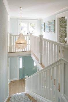 Charla Ray Interior Design (House of Turquoise) House Of Turquoise, Interior Stairs, Home Interior Design, Modern Interior, Interior Paint, Interior Architecture, Entryway Stairs, Foyer Decorating, Decorating Tips