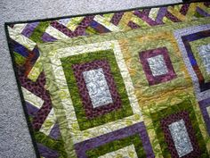 The courthouse steps quilt with the ribbon border has been delivered at last! It was a wedding present for my sister-in-law and brother-in-law who where married in May. The center is a Michael Mill…
