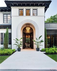 Indoor Outdoor, Mid-century Modern, Modern Family, Modern Homes, Mediterranean Decor, Mediterranean Architecture, Home Interior, Interior Modern, Interior Paint