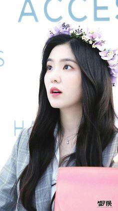 《Irene Y Tu》 Kpop Girl Groups, Kpop Girls, Irene Red Velvet, Red Velet, Bae, Brave Girl, K Idols, Korean Girl, Korean Style