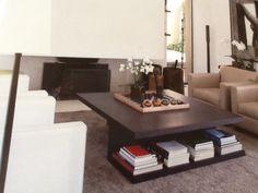 Coffee table con lo spazio libri