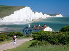 Three Easy Day Trips from London - like the idea of seeing some countryside after a week in the big city Nord England, Dover England, London England, Yorkshire Dales, European Vacation, Vacation Spots, Lake District, Places To Travel, Places To See