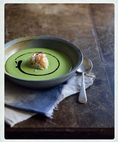 Chilled pea soup with crab salad and black olive oil (Soupe de petit-pois et sa salade de crabe, d'huile d'olive noir)