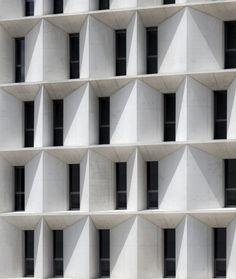Economic & Masters Building UNAV / Juan M. Otxotorena