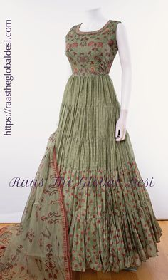 Shop premium range of Anarkali gown online USA,Indian clothes online, Indian dress near me , gown dress , wedding suits long dress and Indian Fashion Dresses, Indian Gowns Dresses, Dress Indian Style, Indian Designer Outfits, Indian Outfits, Indian Clothes, Indian Wear, Long Gown Dress, Lehnga Dress