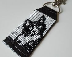 Gifts from Seed Beads por VatArt Loom Bracelet Patterns, Bead Loom Patterns, Beaded Jewelry Patterns, Beading Patterns, Cat Cross Stitches, Cat Keychain, Brick Stitch Earrings, Alpha Patterns, Beaded Animals