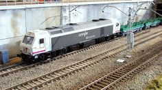 Bobinero arrastrado por la locomotora 333 Renfe Operadora. Escala H0.