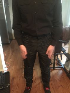 Look Cool, Fashion Pictures, Parachute Pants, Harem Pants, Leather Pants, Guys, How To Wear, Jackets, Style