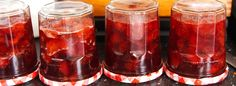 Huisgemaakte aardbeien-rabarberjam