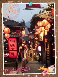 "【H.I.S.】【Taiwan】映画の舞台にもなったノスタルジックな町""九份""へ。 「千と千尋の神隠し」の舞台にもなったこちらは、異国情緒の雰囲気漂いながらも、どこか懐かしい景色が広がる台湾へ♪"