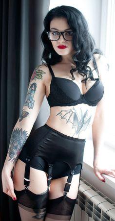 Love the vintage lingerie as well. Belle Lingerie, Black Lingerie, Vintage Lingerie, Sexy Tattoos, Girl Tattoos, Tattoo Girls, Tatoos, Girls With Glasses, Models