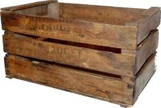 Caisse en Bois - Vintage : Caissedécorative rétro en bois avec inscription, et effet vieilli. Idéal pour créer une ambiance vintage dans votre intérieur, votre loft, votre maison ou encore dans un bar. Wooden Storage Crates, Wooden Organizer, Crate Storage, Storage Boxes, Storage Baskets, Rustic Wooden Box, Wooden Boxes, Barrel Projects, Wood Projects