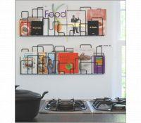 Wat een geweldig leuke manier om je kookboeken in de keuken op te bergen.