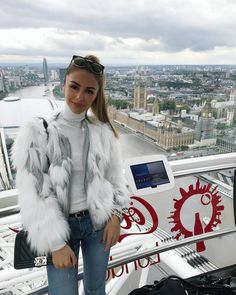 Taking in the views over beautiful London ‍♀️ One of my favorite cities ever! (Faux fur jacket and turtle neck as seen in my latest haul from #zara) #ootd #london
