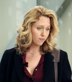 Photo : Erica Hahn quitte la série sans véritable explication