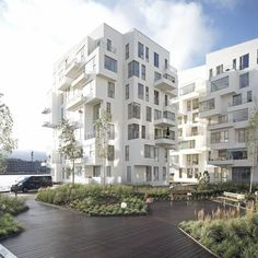 Modern Living - This apartment architecture called Harbor Isle designed by the Danish, Lundgaard and Tranberg is an example of irregular jumbled up architectural apartment design. This extravagant architectural design located in Copenhagen, Denmark. Architecture Design, Facade Design, Residential Architecture, Amazing Architecture, Landscape Architecture, Building Architecture, House Design, Contemporary Building, Contemporary Architecture