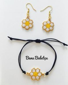 This SOLID Gold Simple Hammered Dangle Hoop earrings gold is just one of the custom, handmade pieces you'll find in our hoop earrings shops. Seed Bead Jewelry, Seed Bead Earrings, Diy Earrings, Hoop Earrings, Beaded Earrings Native, Beaded Earrings Patterns, Beaded Bracelets, Earring Tutorial, Diy Schmuck