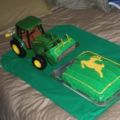 John deer tractor cake.