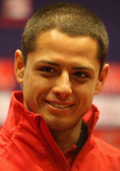 Chicharito  - Mexico Como admiro a los atletas y su energia...todos son lo maximo! Si solo tuviera 10% de su energia....que maravilla!  Juventud divino Tesoro, y la salud tambien!