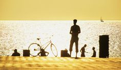 """MALMÖ, LA TERCERA CIUDAD MÁS GRANDE DE SUECIA, es otra ciudad apacionada por la bicicleta. Con el 30% de los desplazamientos hechos en bici y más de 400 kilómetros de infraestructura para ciclistas, esta ciudad aumenta cada año los adeptos a la bici. La clave: su éxito en las campañas a favor del uso de este transporte. Un ejemplo fue """"Most Ridiculous Car Trip"""", dirigida a aquellos desplazamientos de menos de cinco kilómetros que se realizaban en coche."""
