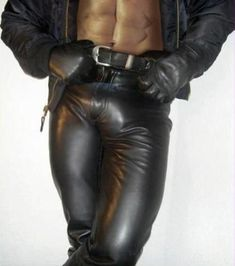 Looks like a sexy encounter. Mens Leather Pants, Tight Leather Pants, Leather Blazer, Leather Gloves, Black Leather, Leather Fashion, Mens Fashion, Bike Leathers, Leder Outfits