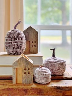 No Sew Woven Pumpkins - Thistlewood Farm Glue Crafts, Crafts To Sell, Decor Crafts, Diy And Crafts, Pumpkin Topiary, Diy Pumpkin, Wood Pumpkins, Painted Pumpkins, Leaves Changing Color