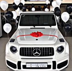 Rate This Merry Christmas Mercedes 1 to 100 Mercedes Benz Canada, Mercedes Benz Autos, Mercedes G Wagon, Mercedes Benz G Class, Millionaire Lifestyle, Ad Car, Car Goals, Luxury Suv, Luxury Life