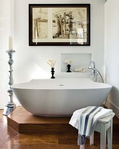 I like everthing about this composition except the step up to the tub...inconvenient and dangerous. [CasaGiardino]