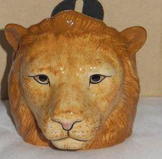 Quail POTTERY :  LION  HEAD EGG CUP