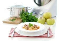 Receta clásica de guiso de ternera con patata hecha con Thermomix ®, ya verás que bien te queda, te sorprenderá.