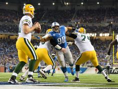 Ndamkong Suh plies throw 2 offensive line man and gets a sack on Matt flyn for a safety