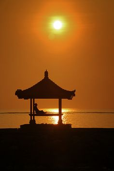 Silhouette Photo by Fauzan Maududdin on Fivehundredpx. more with healing sounds: Profile Picture Images, Bali Lombok, Buddha Zen, Yoga Pictures, Best Background Images, Zen Meditation, Before Sunset, Beautiful Sunset, Beautiful Landscapes