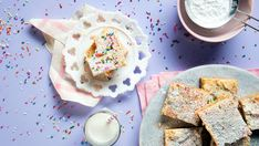 Ooey, Gooey Sprinkle Butter Cake- looks yummy! And, you could use any color sprinkles- black/orange for Halloween, red/green for Christmas, etc. Fun Baking Recipes, Cake Recipes, Dessert Recipes, Ooey Gooey Cake, Funfetti Cake, Peanut Butter Fudge, Yellow Cake Mixes, Pastry Cake, Cheesecake Bars
