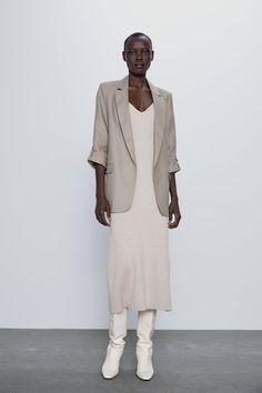 Get dressed up with this season's women's blazers at ZARA online and achieve effortless style. Leather Blazer, Tweed Blazer, Tweed Jacket, Zara Home Stores, Peplum Blazer, Printed Blazer, Roll Up Sleeves, Zara United States, Blazers For Women