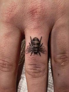 23 Cool Finger Tattoo Ideas